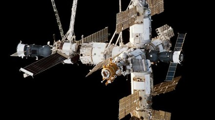 Mir space station viewed from endeavour